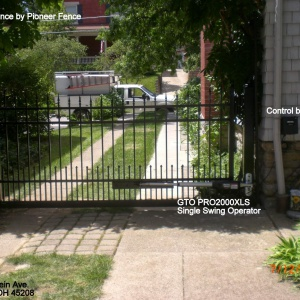 Aluminum-Wood-Chainlink-Fence-traditional
